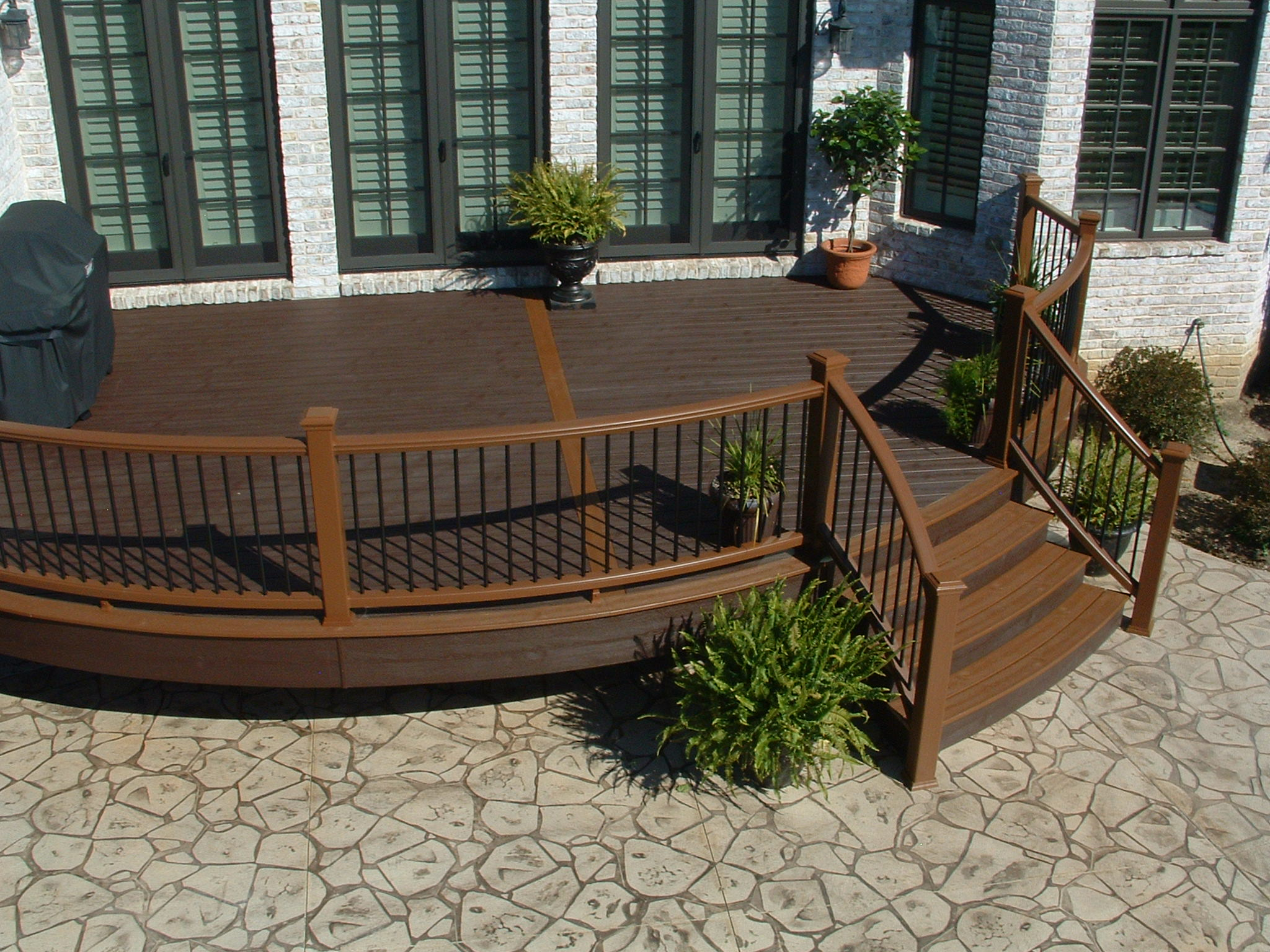 Curved Trex Transcend Railing and Deck Board Border