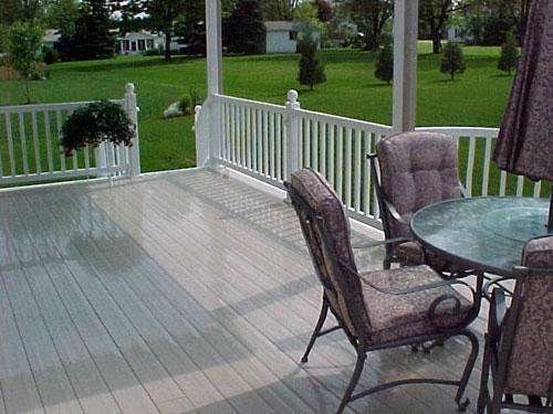 vinyl-deck-with-vinyl-railing.jpg