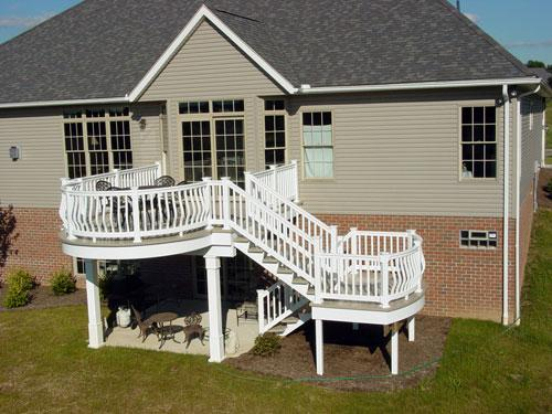 curved-vinyl-deck-that-goes-down-to-a-curved-landing-with-a-flared-set-of-steps.jpg