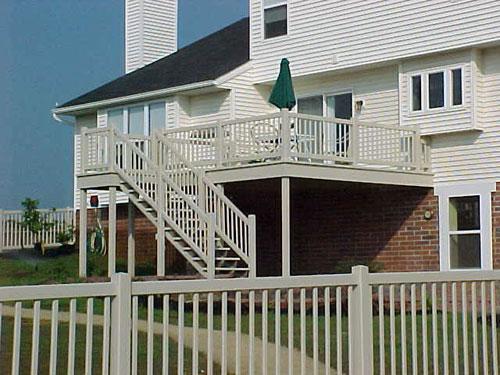 vinyl-deck-with-vinyl-pre-assembled-steps.jpg