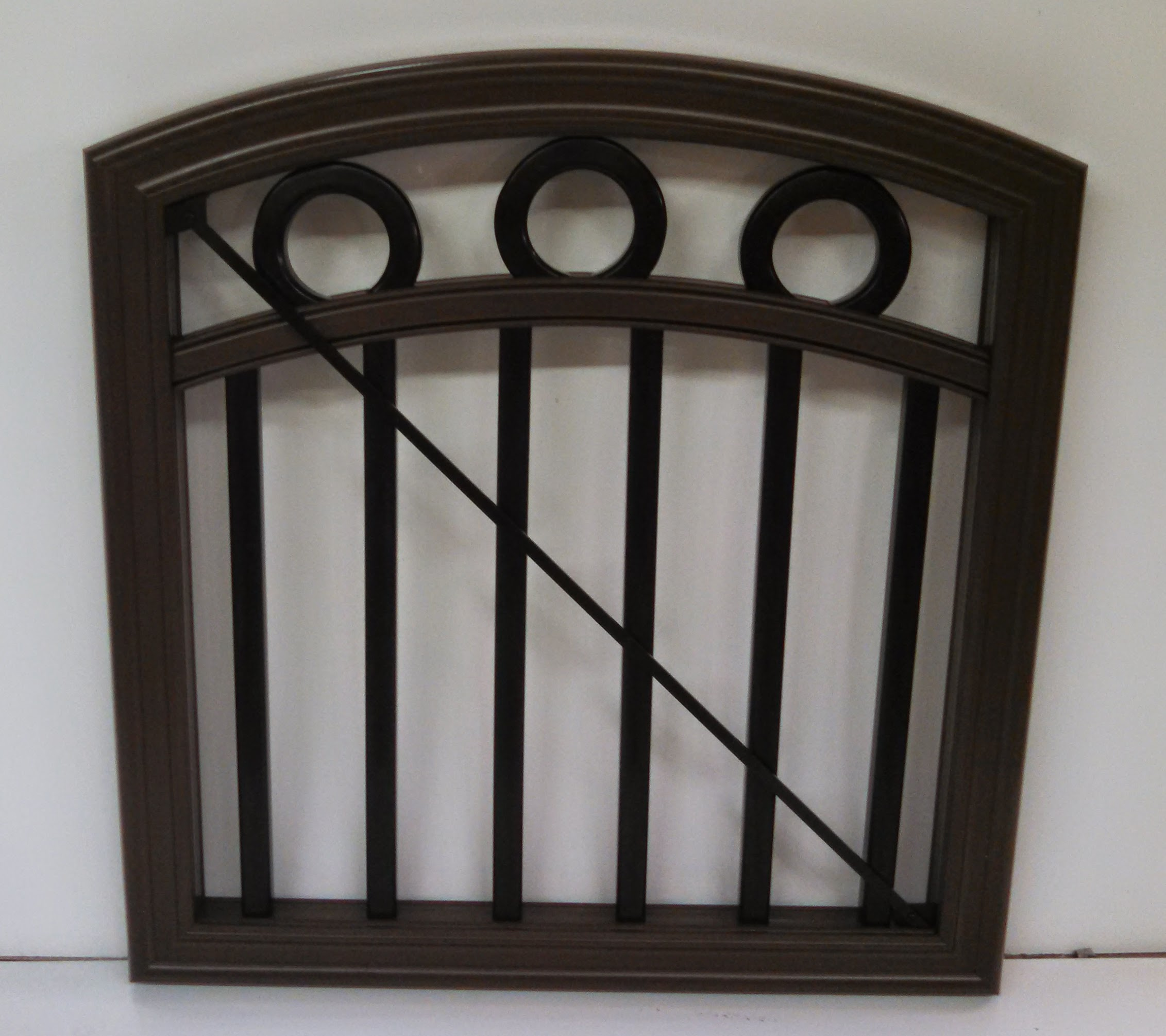 TimbeTech RadianceRail Arch Top Gate with Decorative Circles