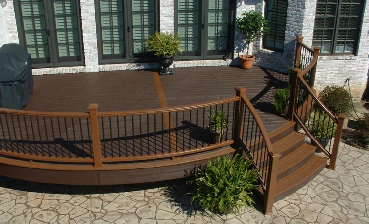 Curved Trex Transcend Stair Railing