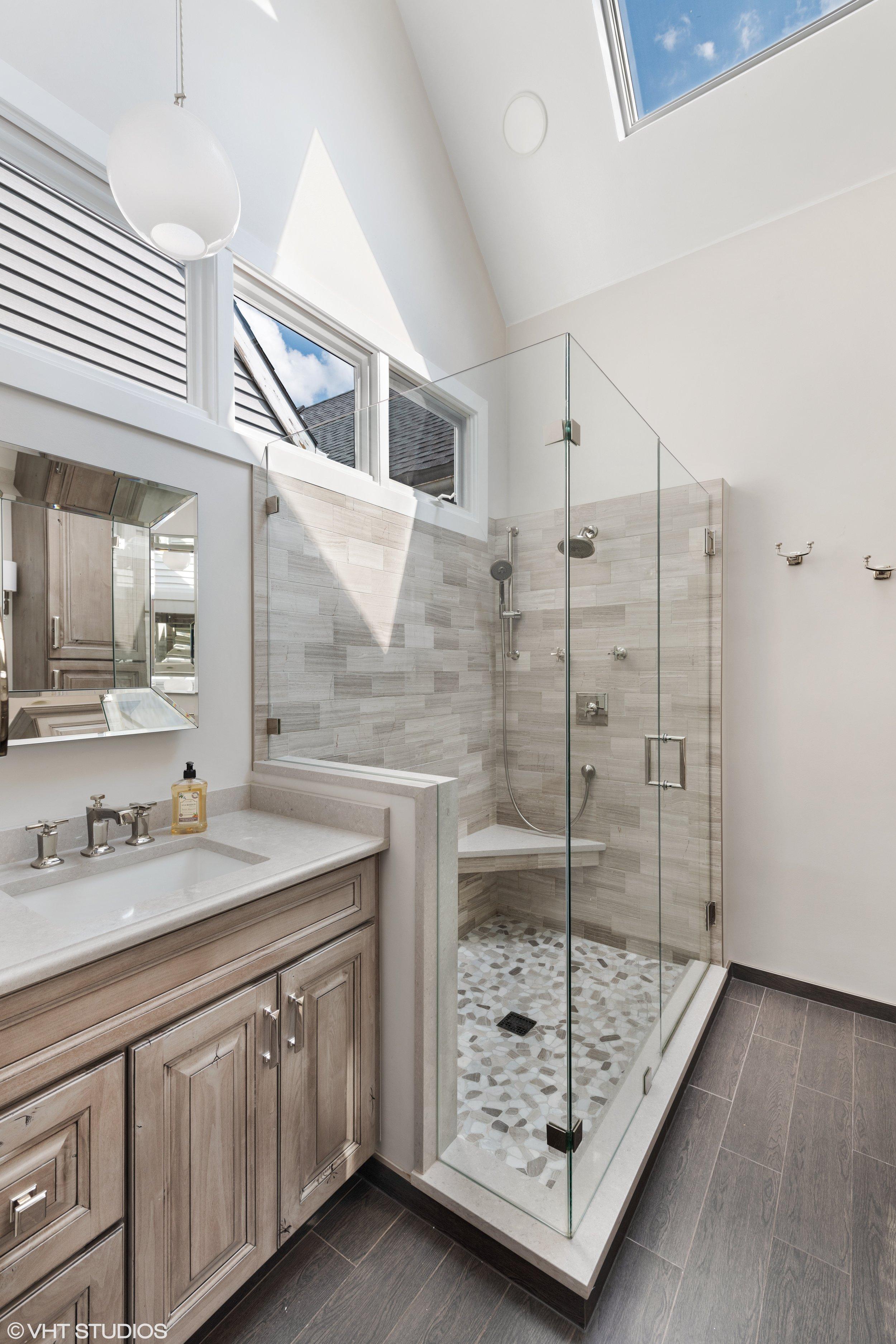 13 - Master Bathroom.jpg