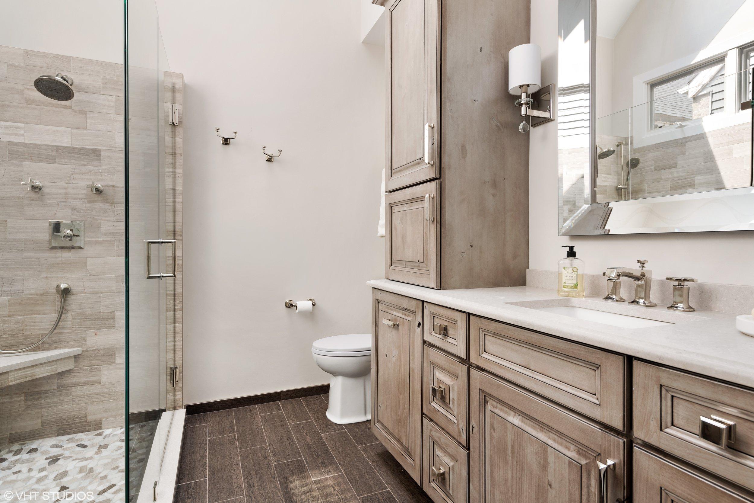 12 - Master Bathroom.jpg
