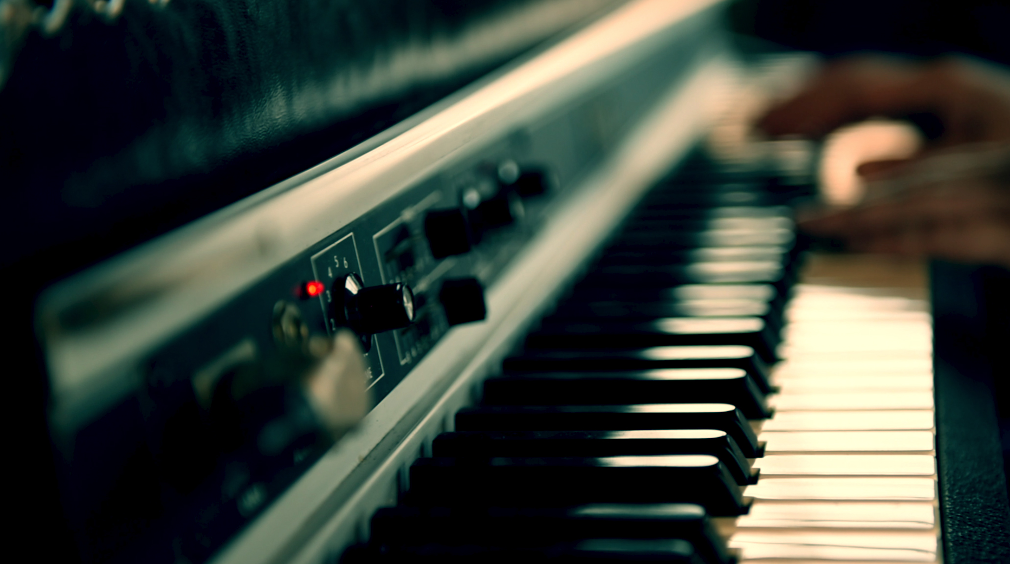 Image: Fender Rhodes Suitcase - at the heart of many of the albums neo soul sounds and voice.