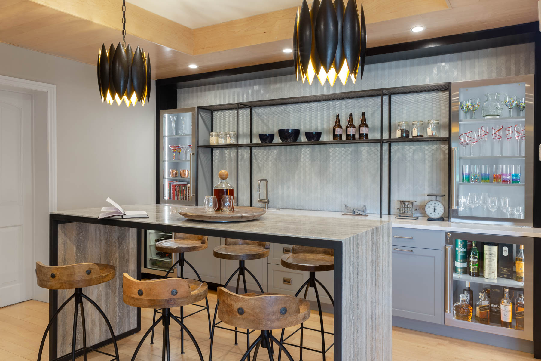 kitchen-bar-2.jpg