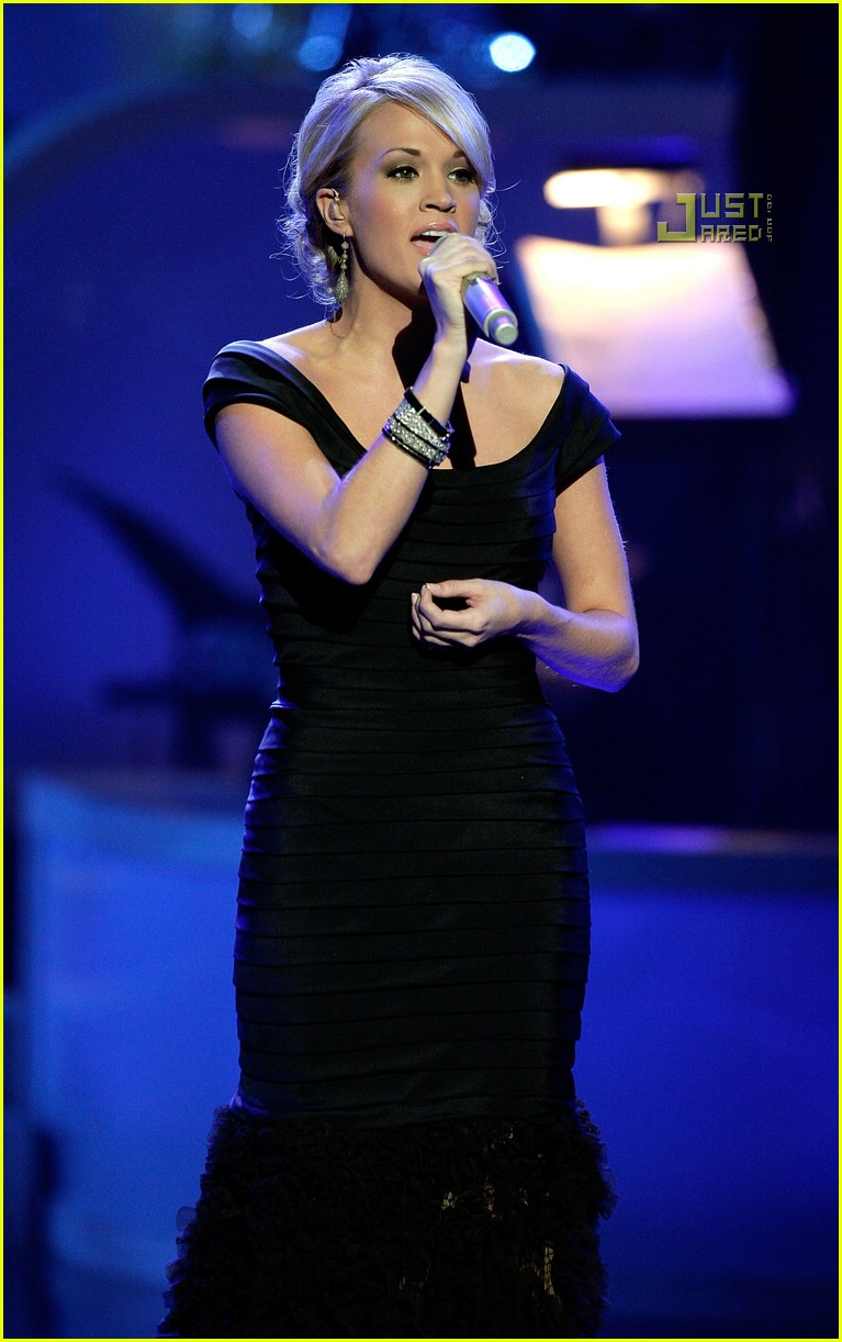 07-carrie-underwood-movies-rock-2007.jpg