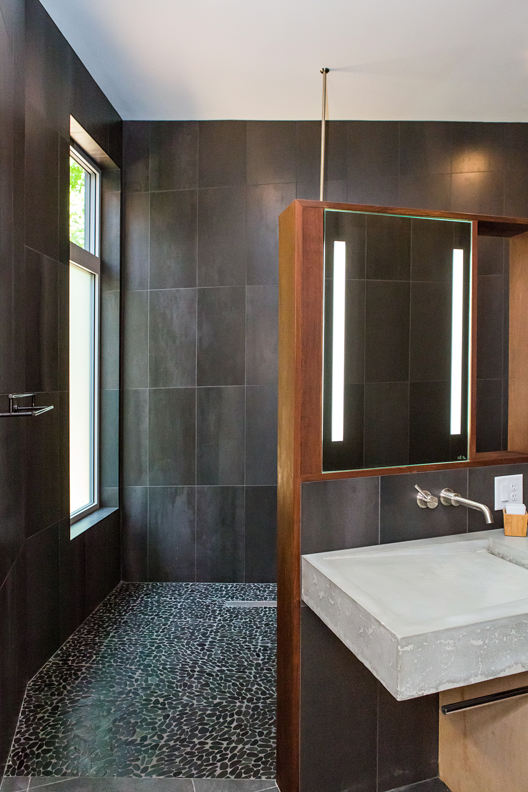 Serdar View into shower.jpg
