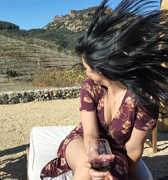 Seven days without wine makes one weak! #traveltuesday #wine #winetasting #merlot #@saddlerockranch #embracetheday #views #santamonicamountains #malibuwinesafaris #californiaadventure @inhaleexxhale