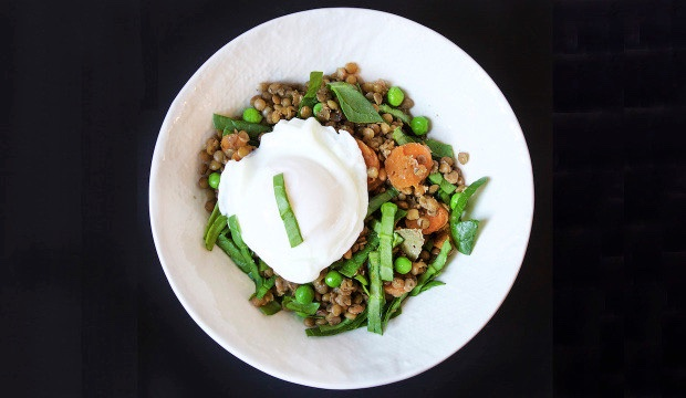 VEGGIE GRAIN BOWL WITH POACHED EGG