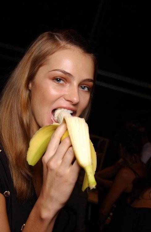 PHOTO:   Models Do Eat
