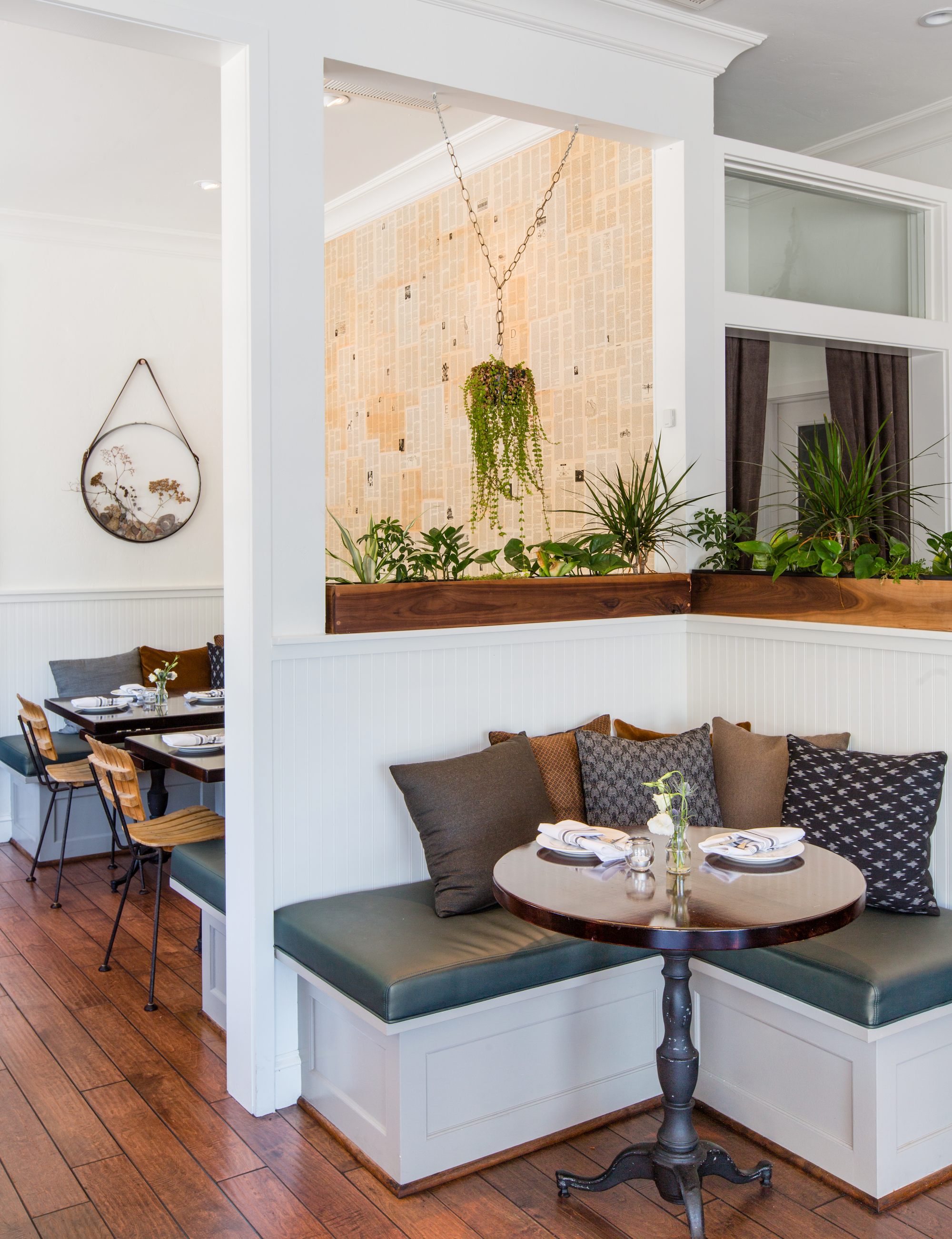 MAIN DINING ROOM   CORNER BANQUETTE    Available for 'SEMI-PRIVATE BUYOUT' option