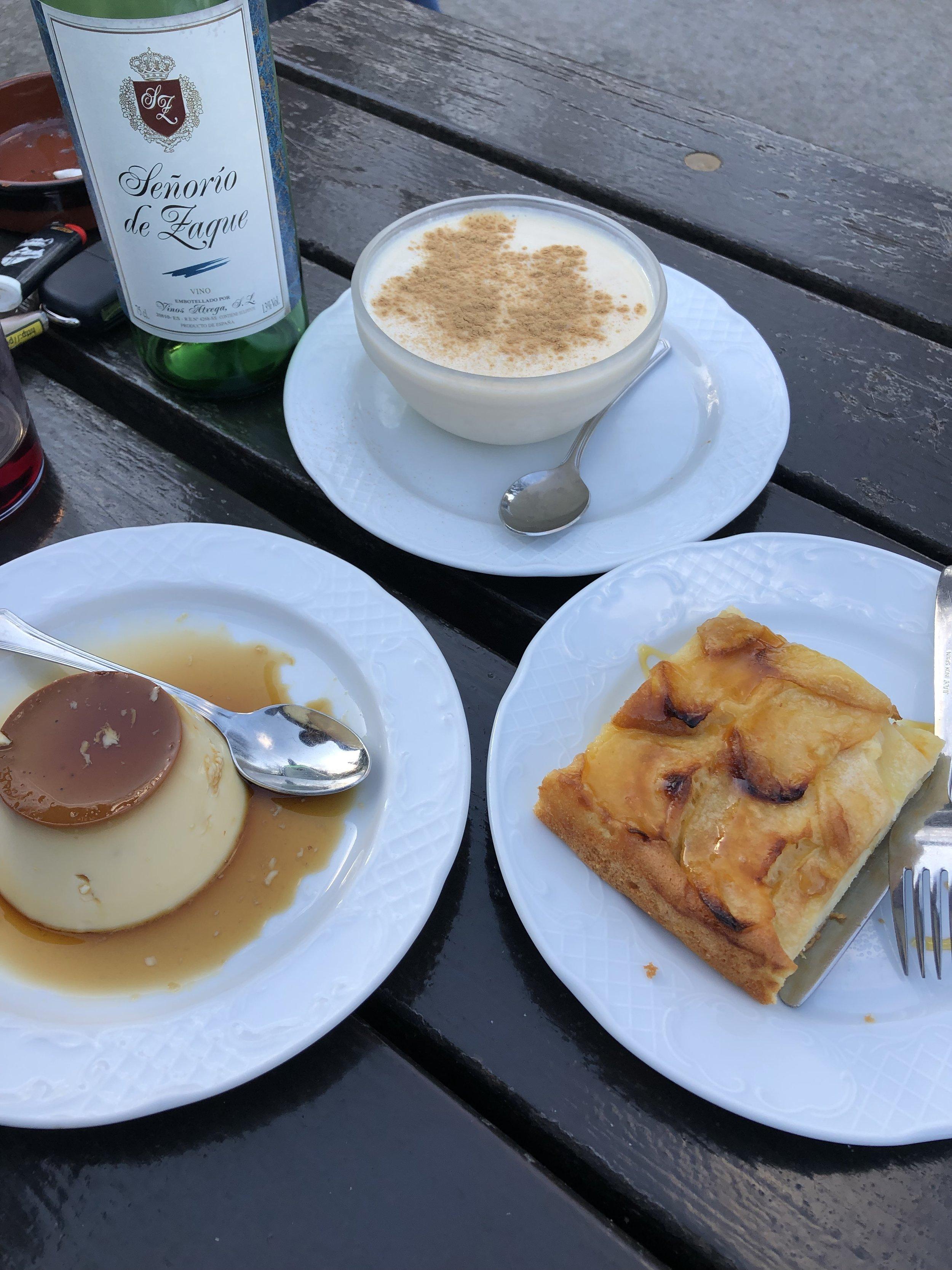 デザートまでついてくる。2人以上だとワインも一本ついてくる。 これで1人€10.50 食後のコーヒーは€1で追加可能。 安過ぎて涙出そうだった。 パリではあり得なかった満腹感。