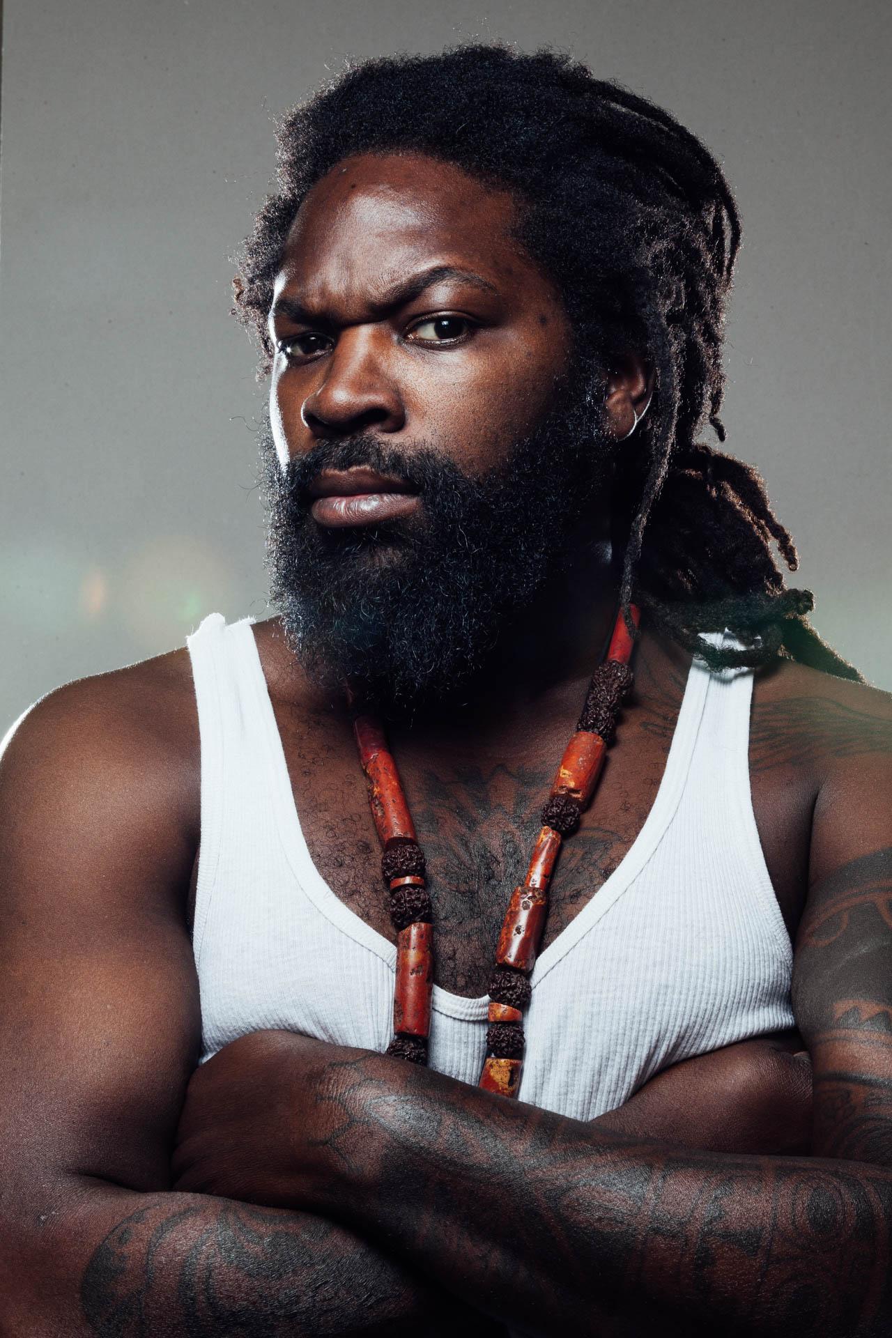 Künstlerportraits von Komi Mizrajim Togbonou, Sänger der Band El Cartel