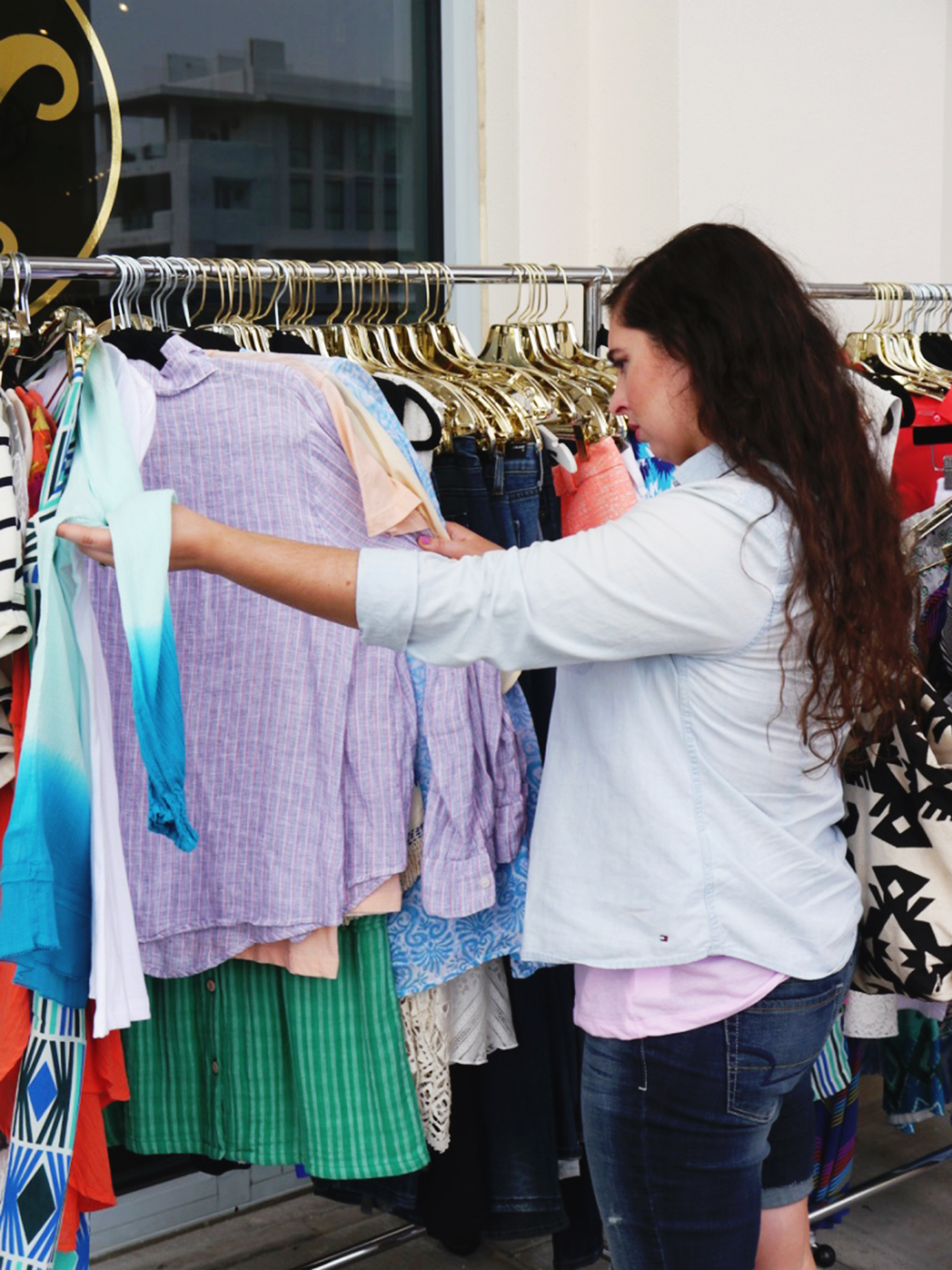 willow_seagrove_shopping_res72.jpg