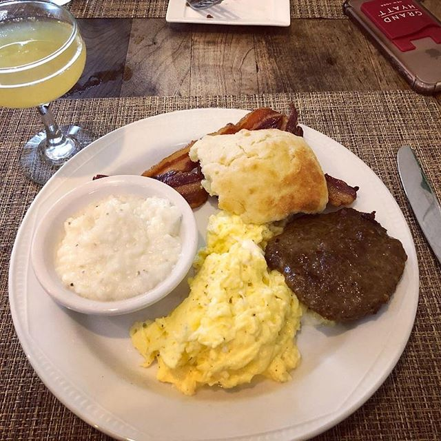 True love = a good southern breakfast plate. 🍳 📸: @rosypriya