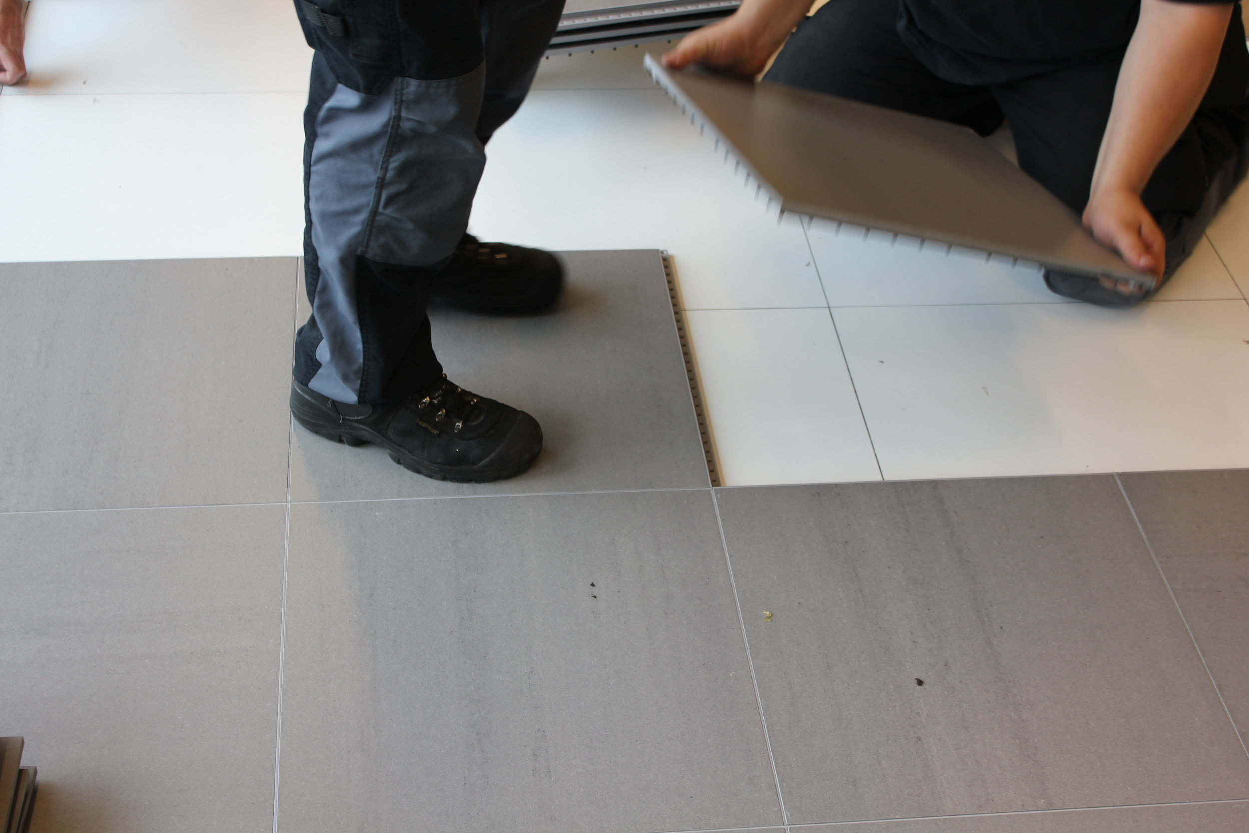 Versaflex® Porcelain Dry Lay tile being installed