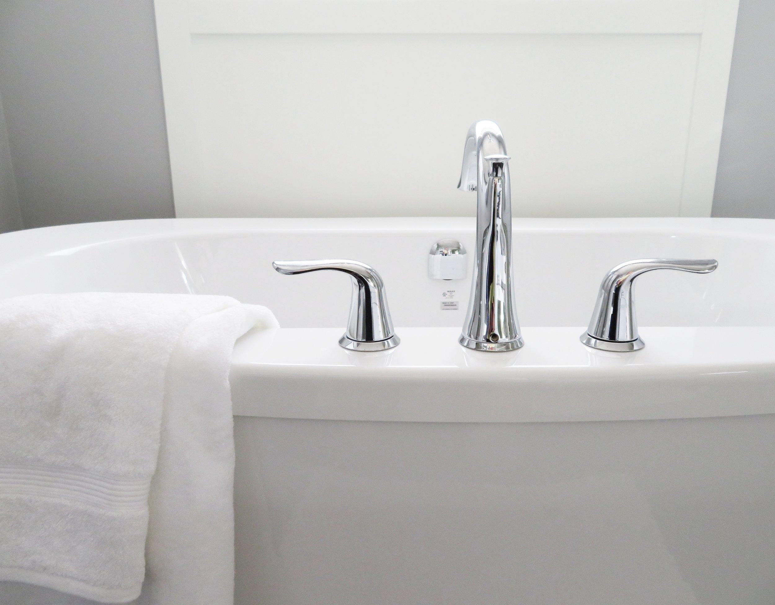 bathroom-bathtub-ceramic-534116.jpg