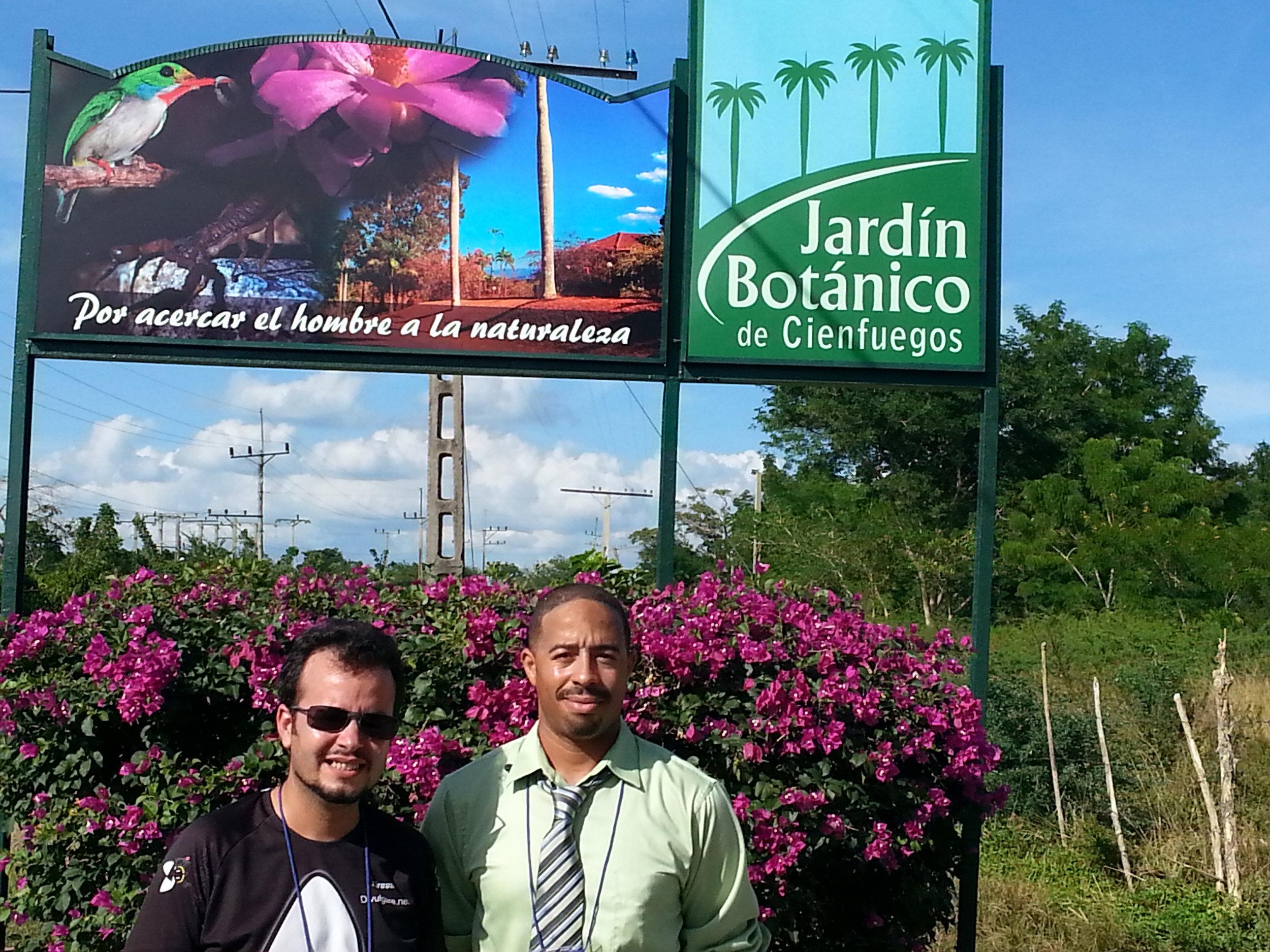 Jardin Cienfuegos Sign rightside.jpg