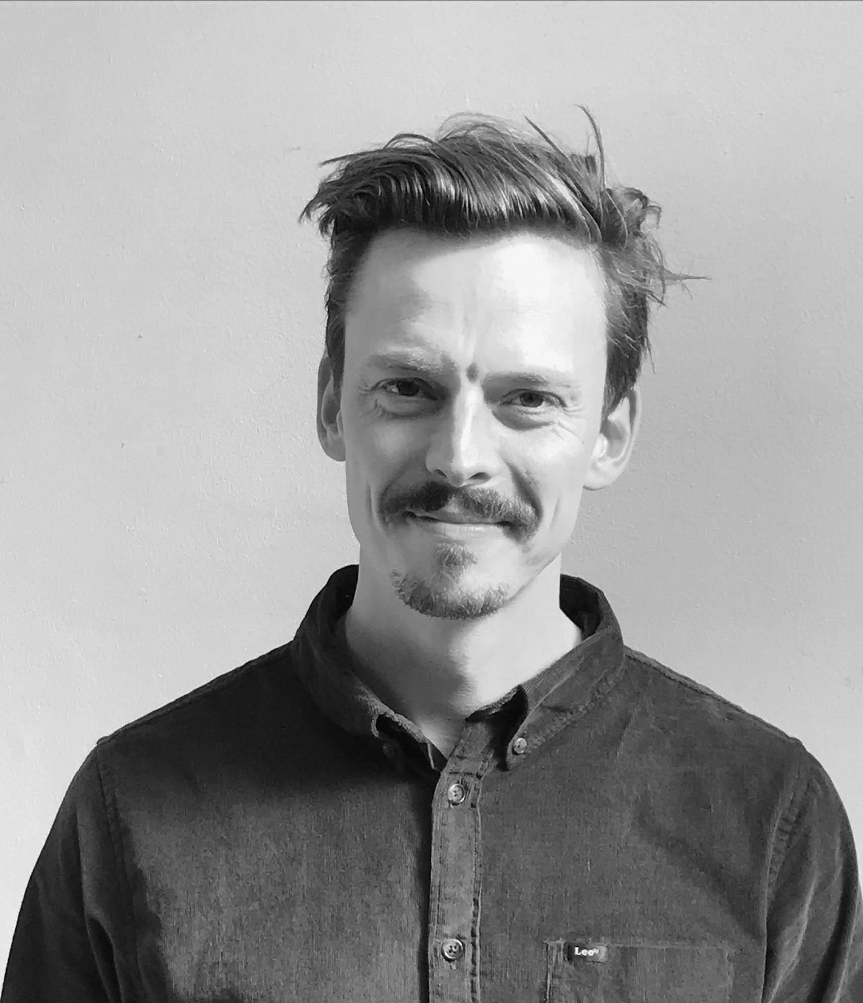 Mikkel Stensgaard, Stifter af BIOARK    Tlf: 3028 8593 -   mikkel@bioark.dk      Som arkitekt og civilingenør er det Mikkel, der tegner retningen i forhold til strategi og udvikling for BIOARKs kunder. Mikkel har udover sin arkitektbaggrund en stor viden indenfor dyrkningsteknologier, og han kan hjælpe med at identificere mulighederne for at integrere fødevareproducerende arkitektur i både eksisterende bygninger og udenomsarealer. Mikkel yder også bygherrerådgivning, ligesom han er specialkonsulent på BIOARKs projekter.