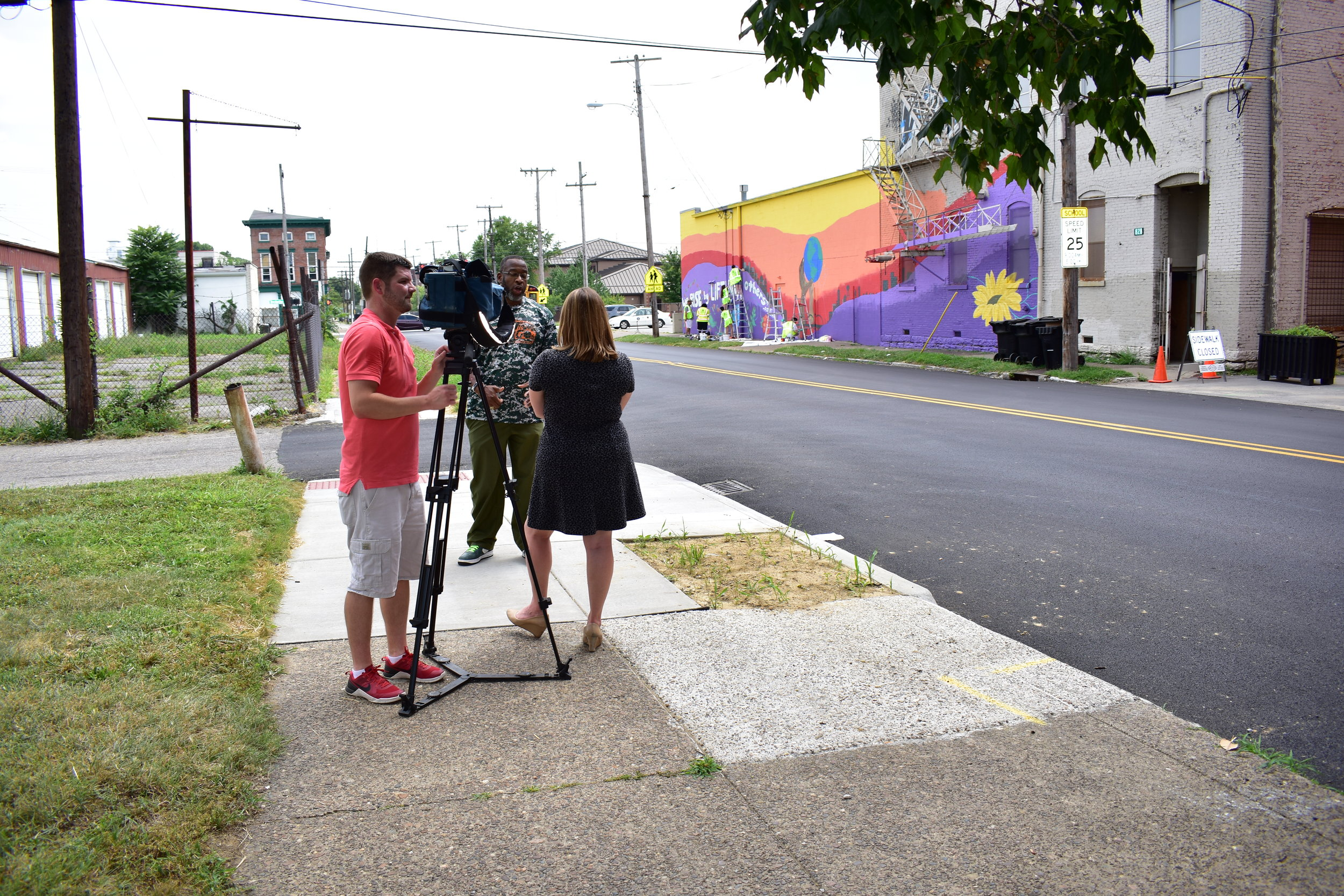 "Students use art to bring inspiration to Louisville neighborhood  ""WDRB's  Kate Springer  talks with a group of Louisville students who are transforming a section of the city with their artwork creating inspiration for a neighborhood that needs it.""  Read all about it  here !"
