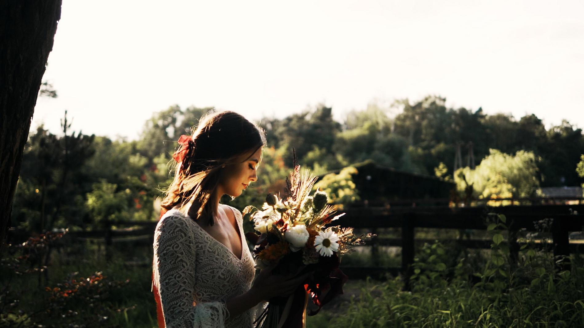 wedding_editorial_art_film_portrait_videographer_sesja_slubna_stylizowana_boho_filmowca_teledysk_slubny 02 (10).jpg