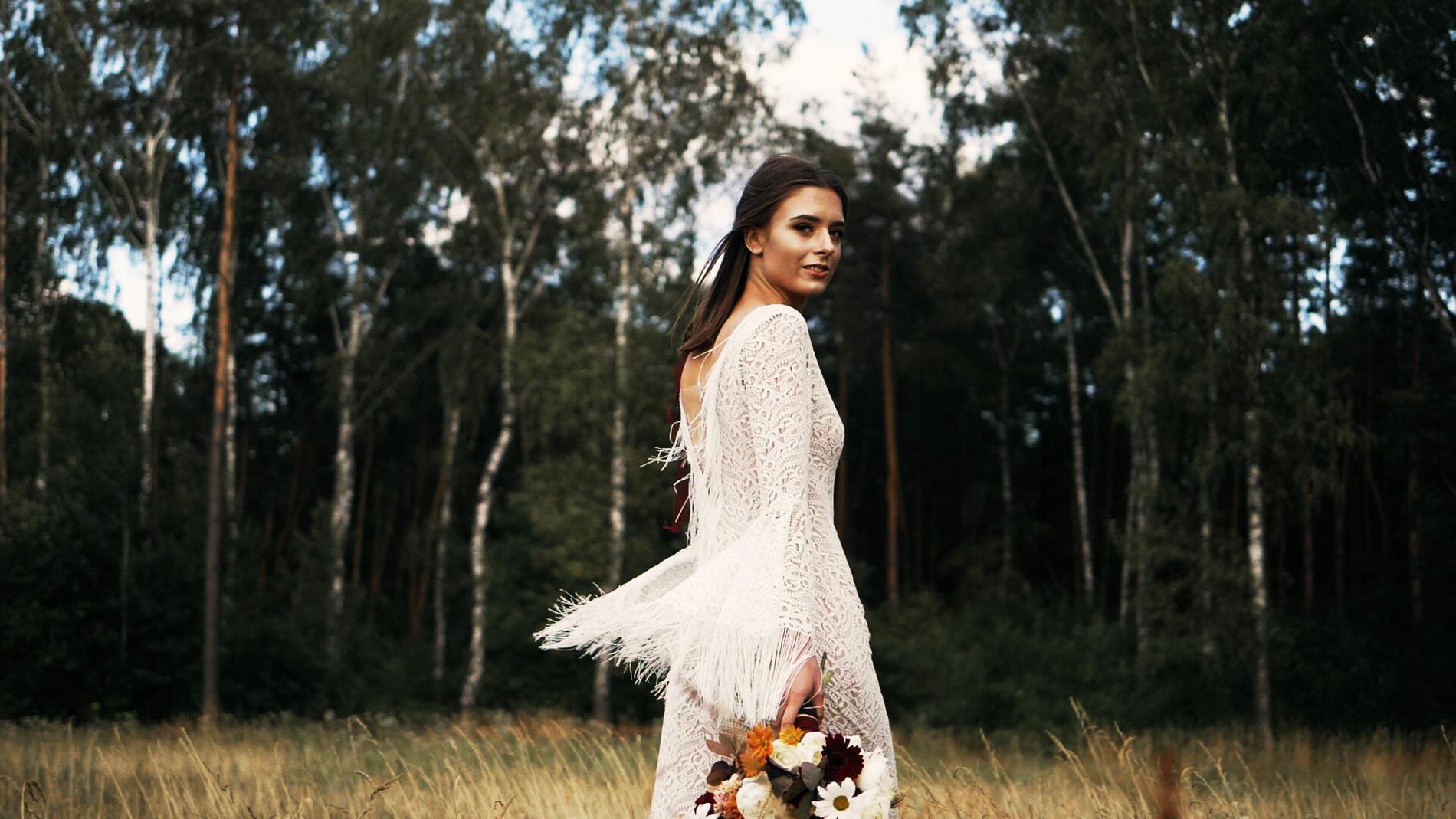 wedding_editorial_art_film_portrait_videographer_sesja_slubna_stylizowana_boho_filmowca_teledysk_slubny 02 (9).jpg