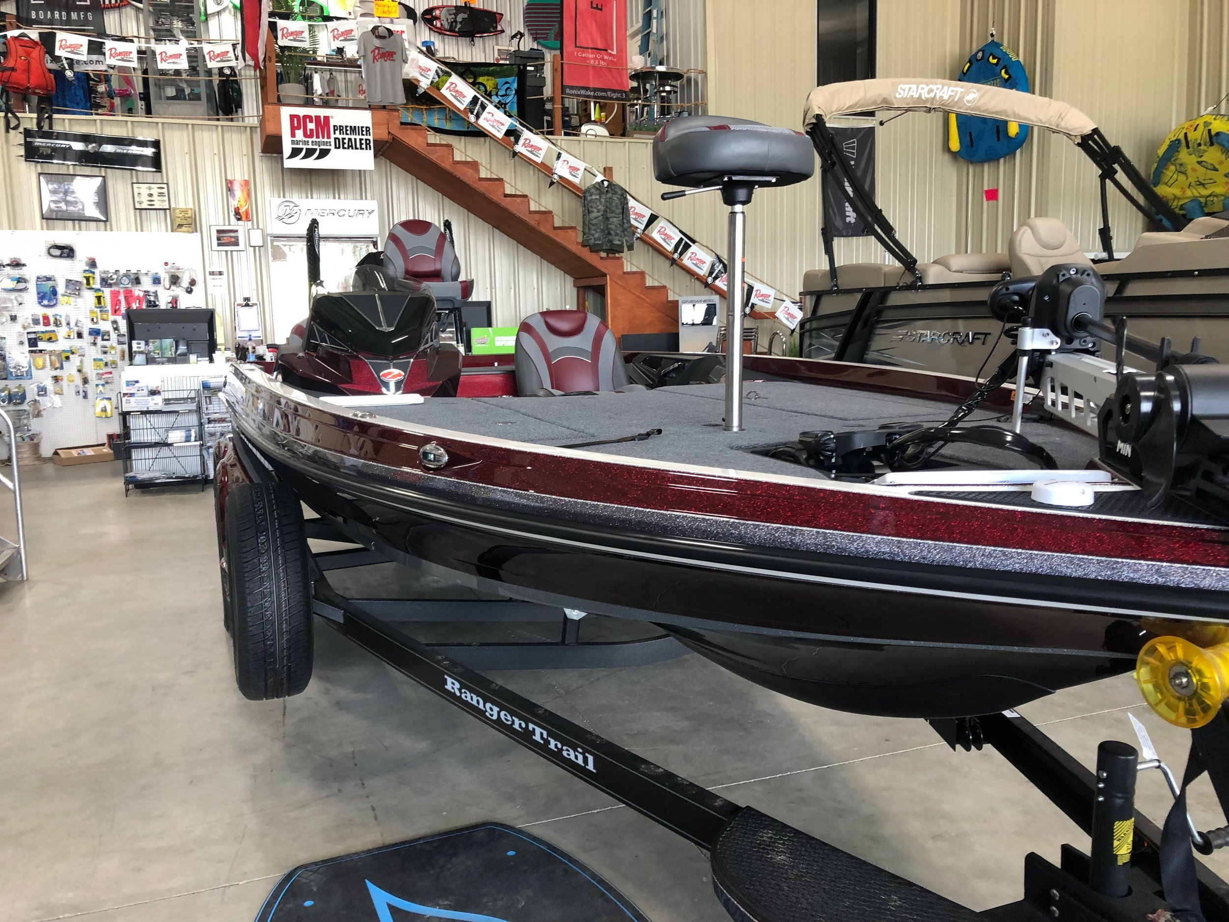 Ranger Z520L - This 2020 Burgandy Ranger Sport addition includes, 250 Mercury pro, extra seats, trailer with extra tire, cover, Lowrance depth finder on bow of boat and a Lowrance depth finder, phone plugs, and easy control labeling. Call for Price!!! Click here for more pictures.