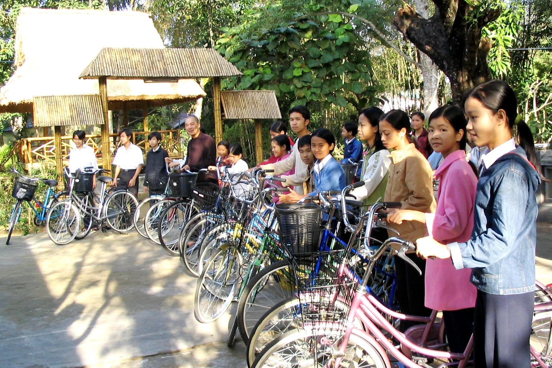 20041226 Hue - bicycle.JPG
