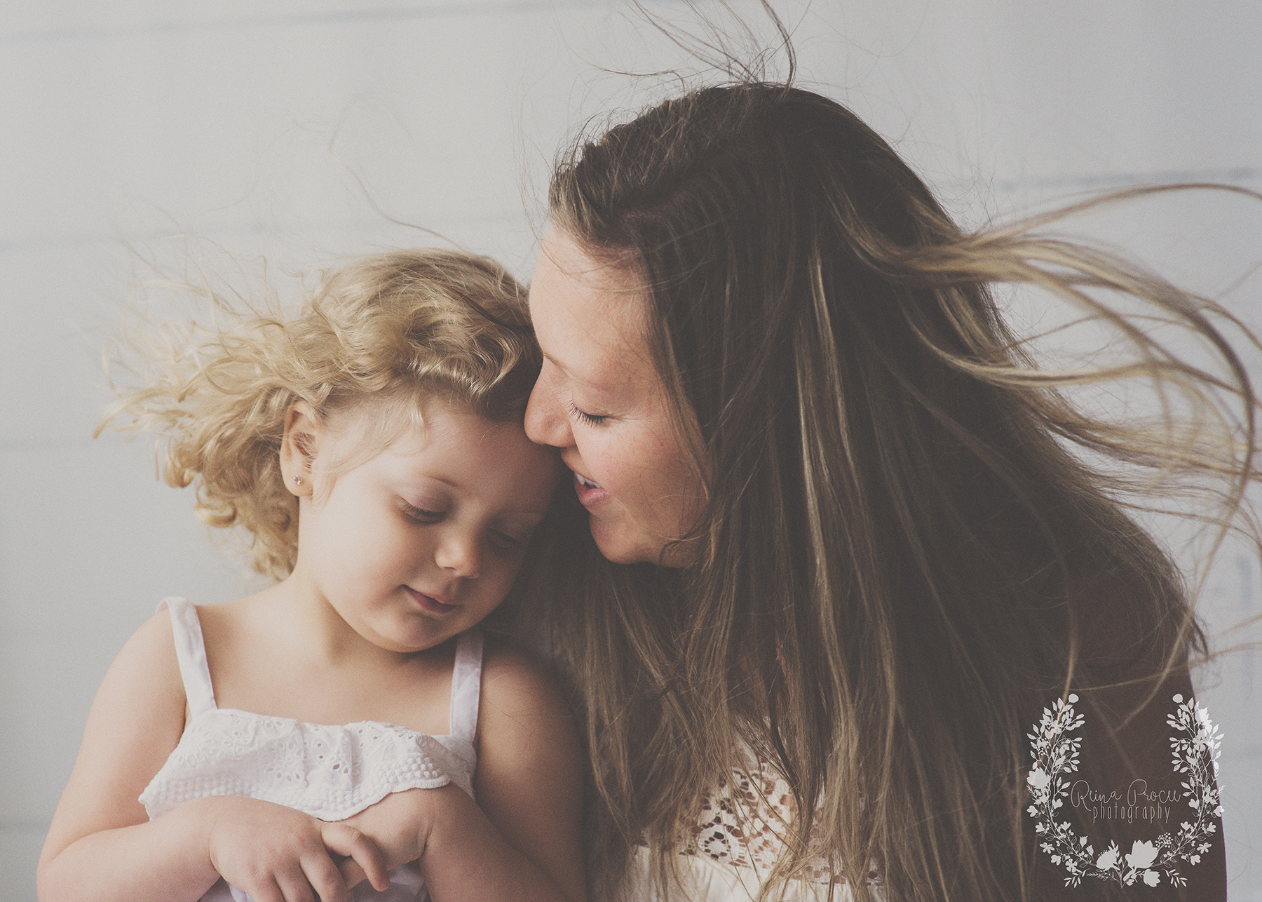 mother-child-love-family-portraits-montreal-photographer13.png