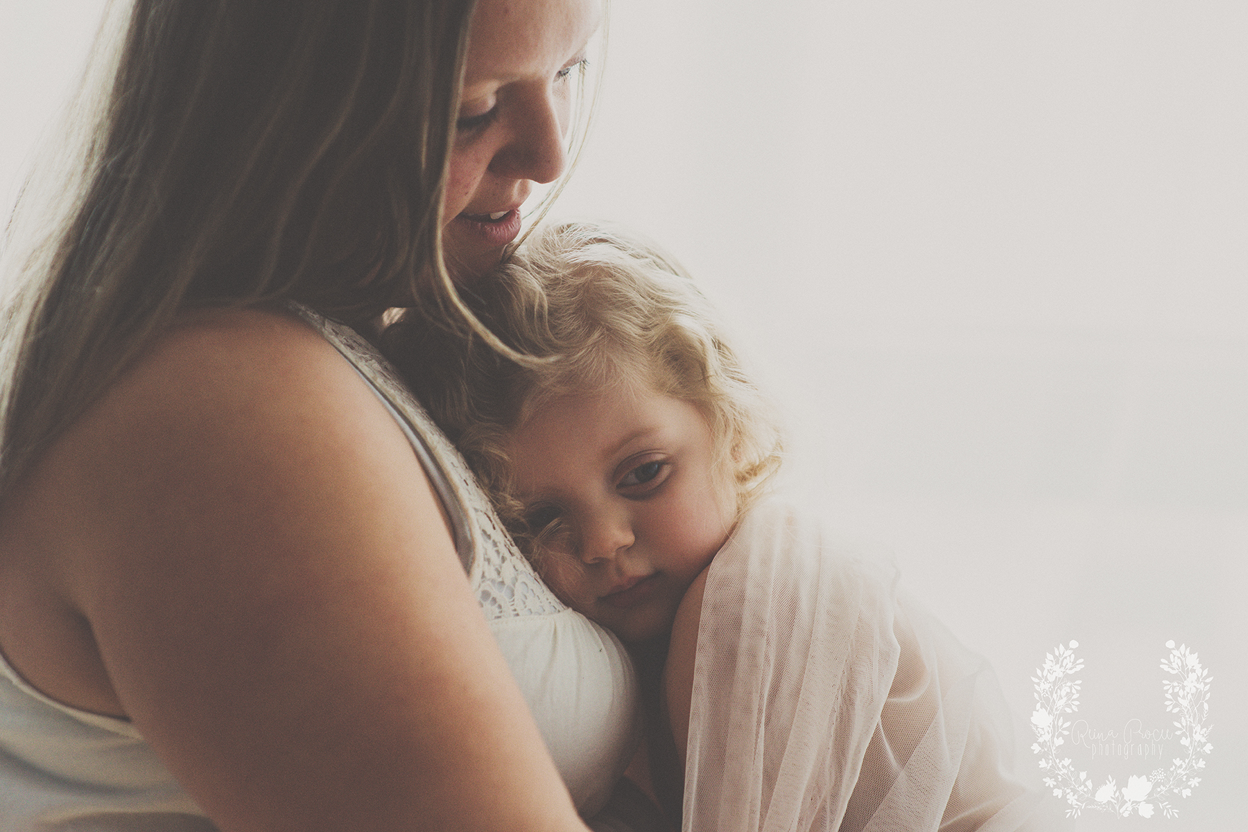 mother-child-love-family-portraits-montreal-photographer31.png