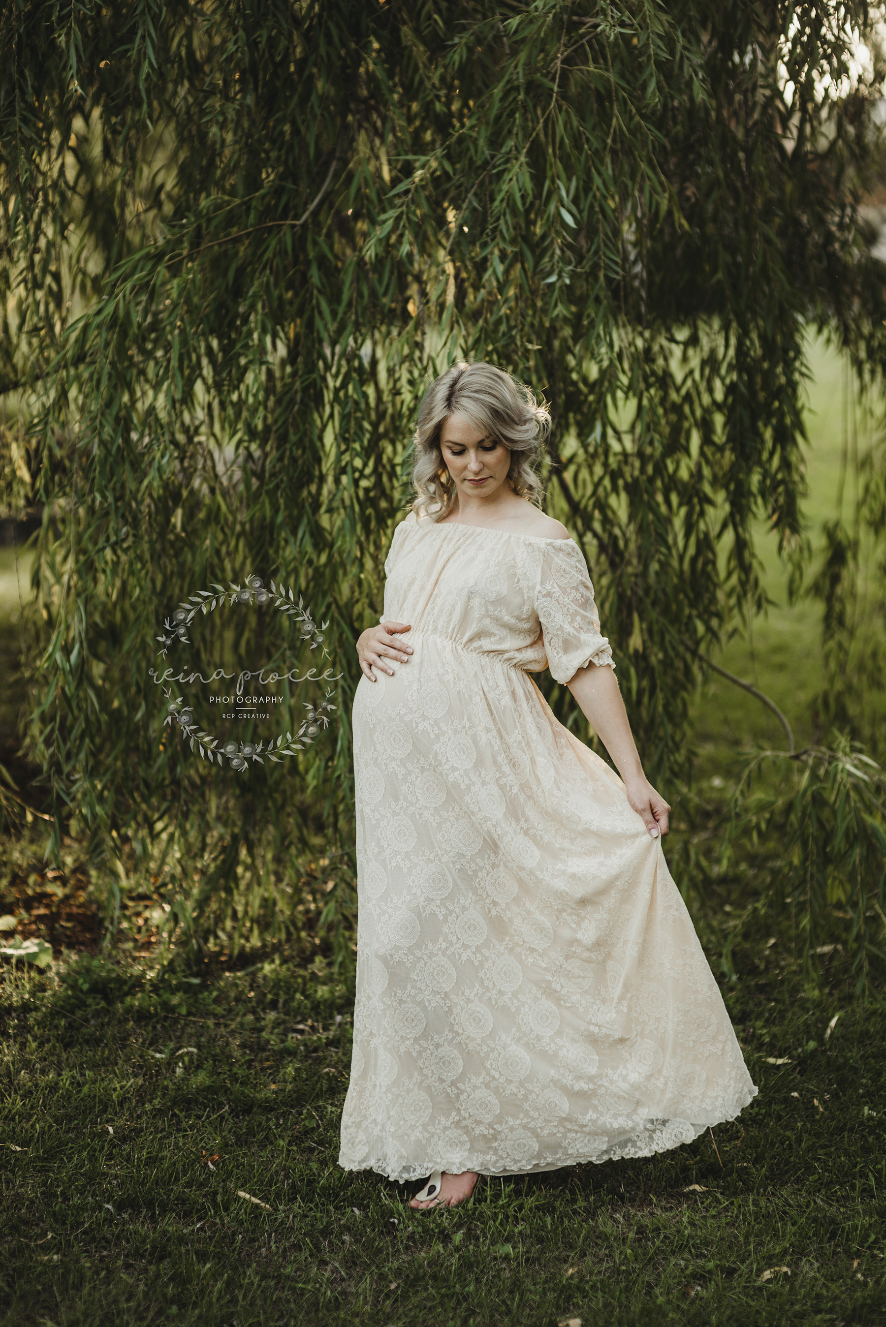 Maternity session under willow tree