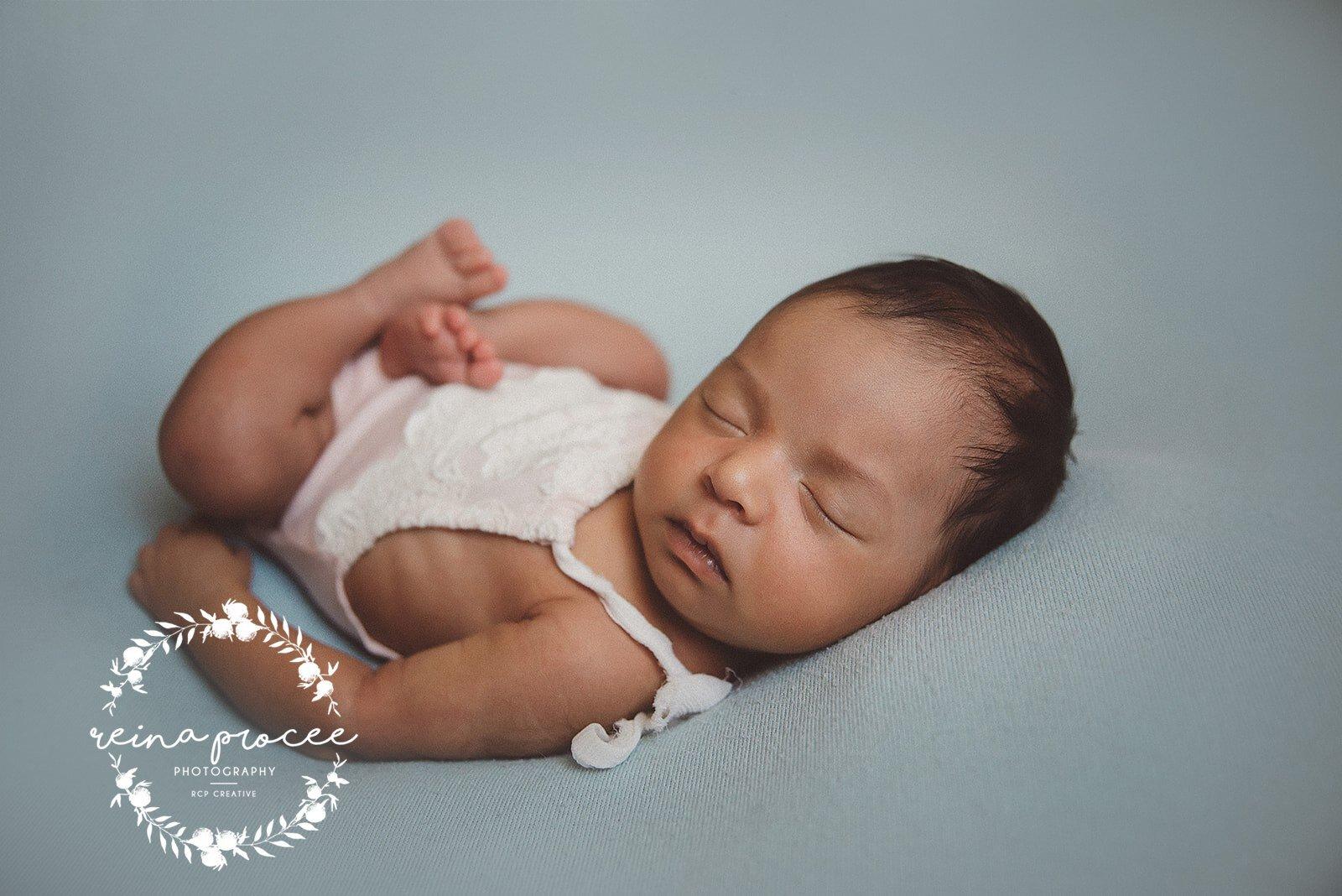Montreal-Newborn-photo-sleeping-baby-4.jpg