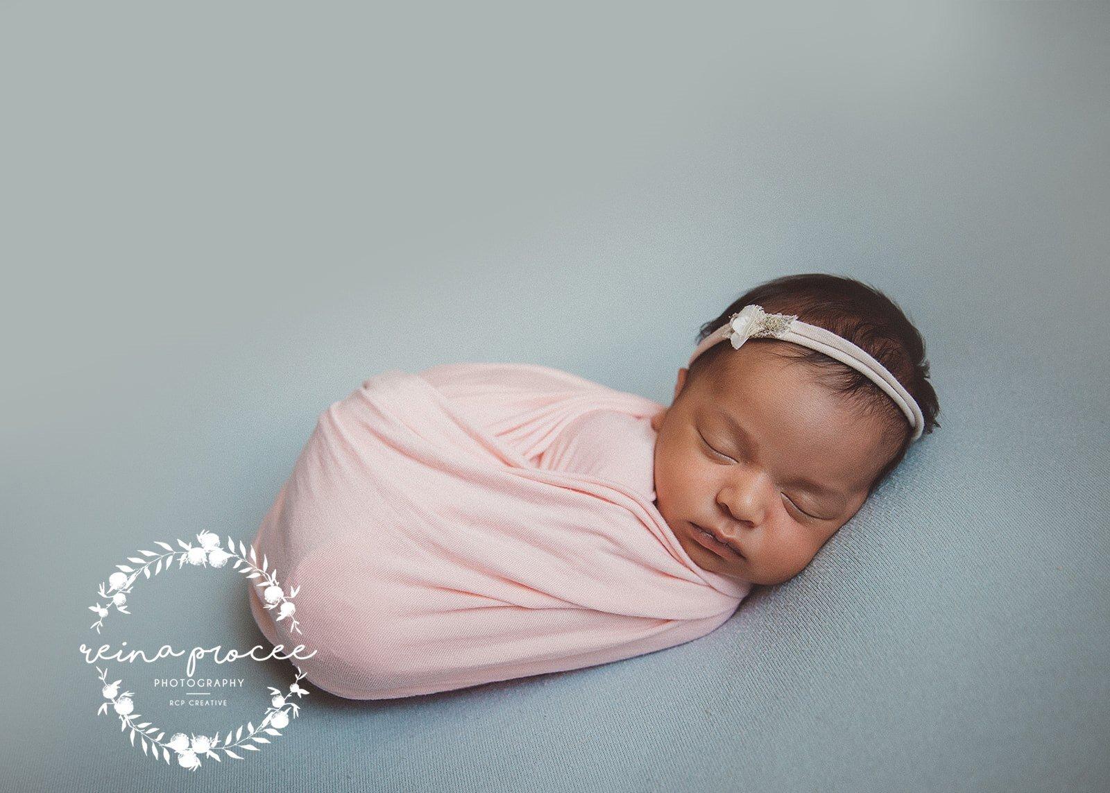 Montreal-Newborn-photo-sleeping-baby-5.jpg