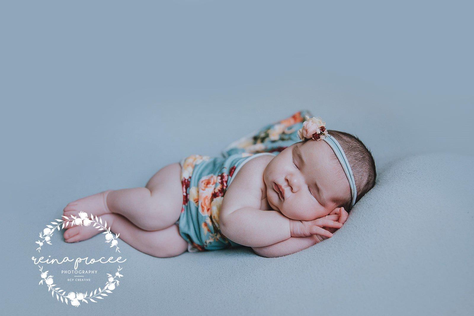 Montreal-Newborn-photo-sleeping-baby-2.jpg