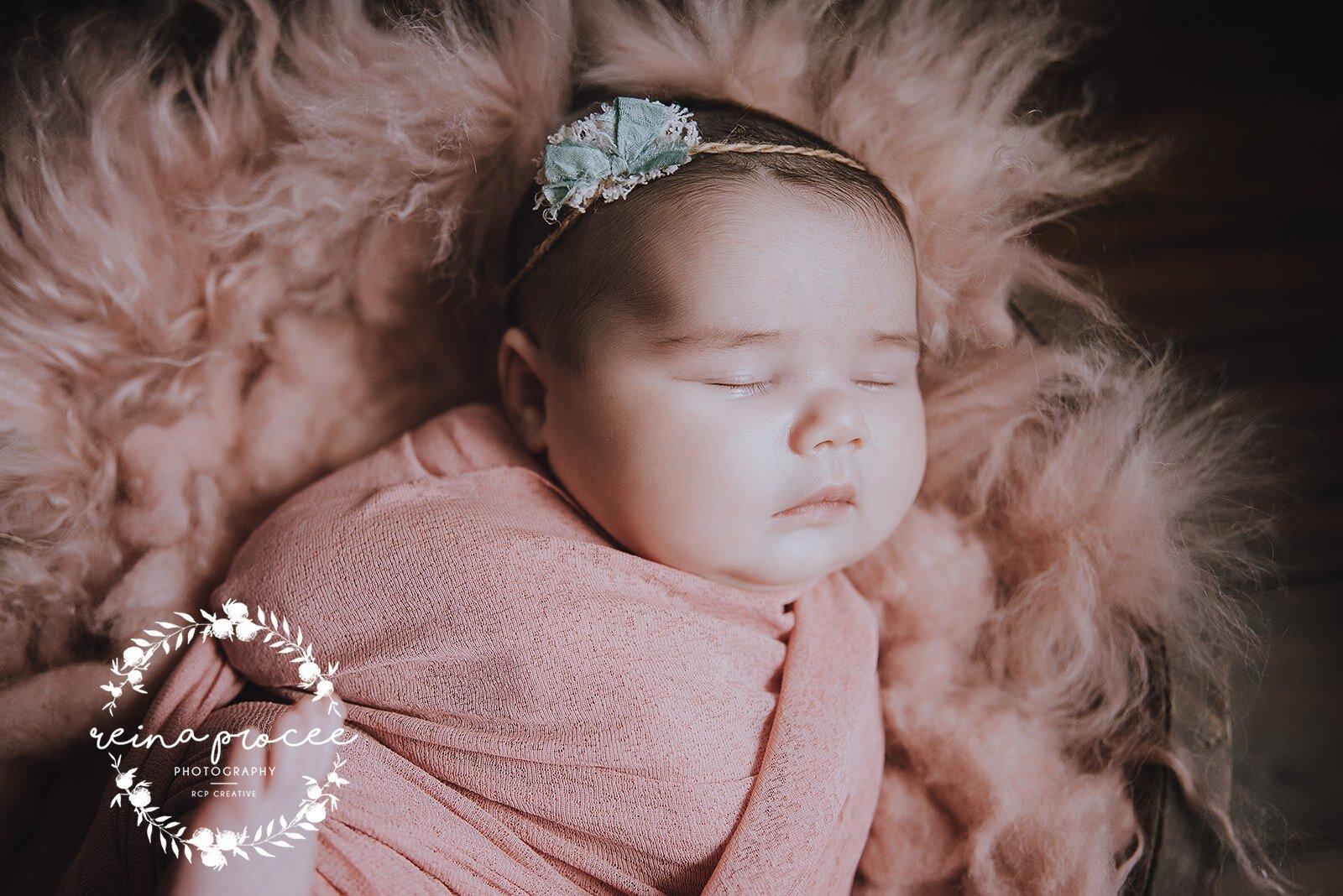 Montreal-Newborn-photo-sleeping-baby-1.jpg