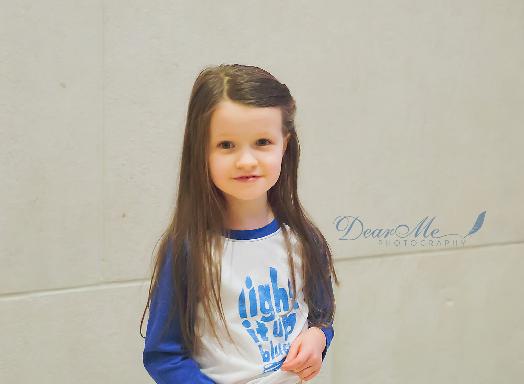 dear me photography bismarck child photographer girl with long brown hair playing with her shirt