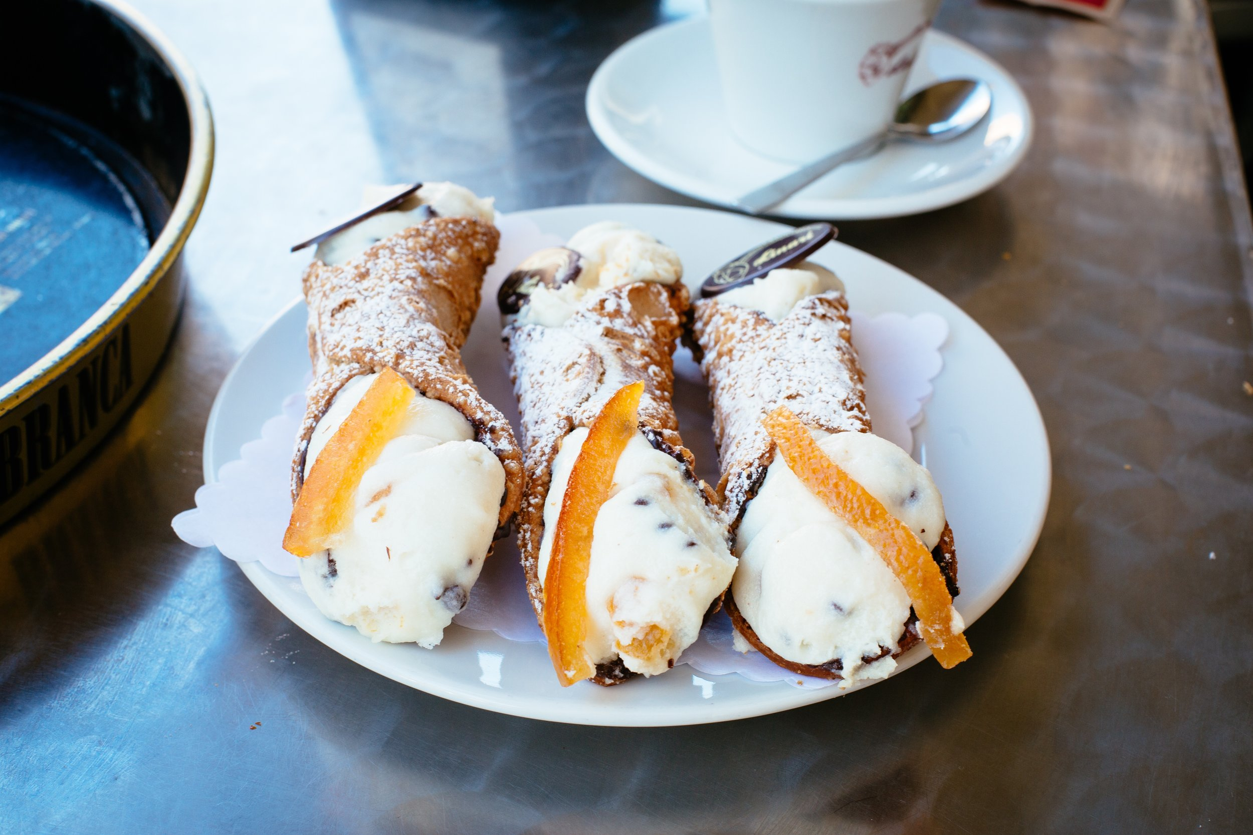 where to eat in rome cannoli