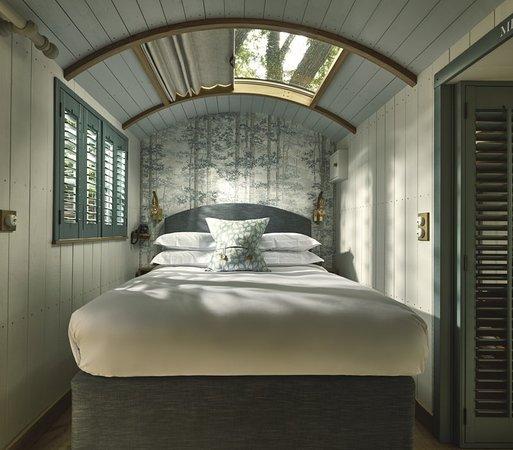 hideaway hut cotswolds fish hotel