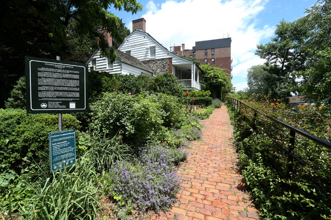 The Dyckman Farmhouse Museum http://nyti.ms/1SRScuy