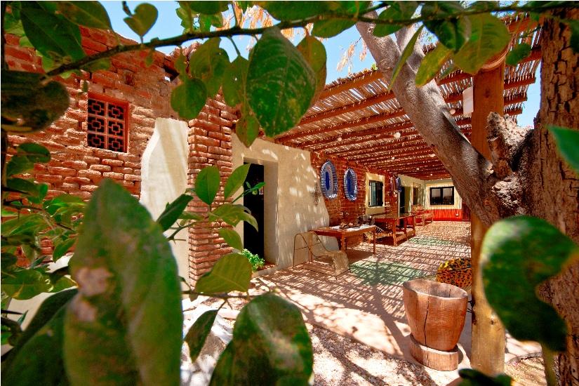 ecological-brick-house-shaded-patio-architecture-la-paz-baja-sur.jpg