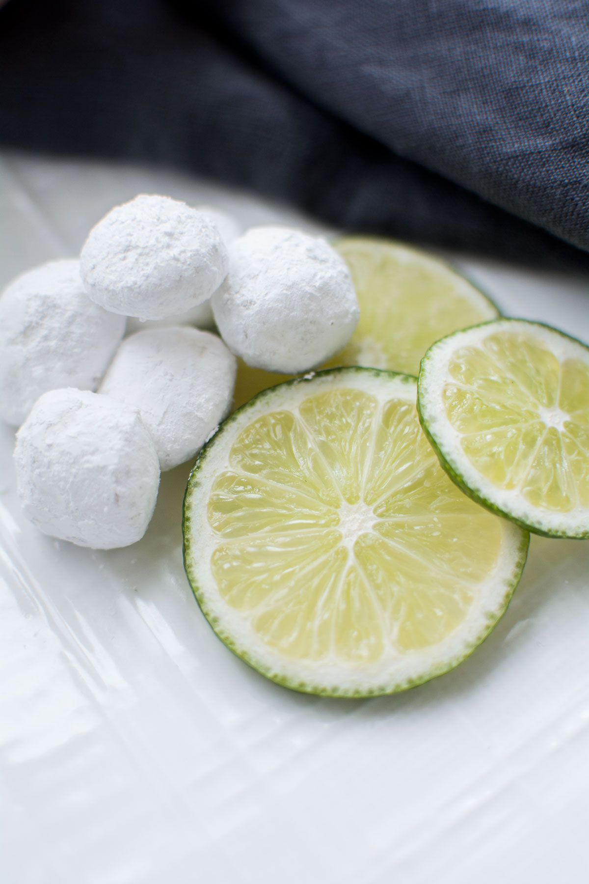 Ingredients: Flour, Butter, Sugar, Almonds, Dextrose, Lemon Emulsion, Salt, Natural Flavor.