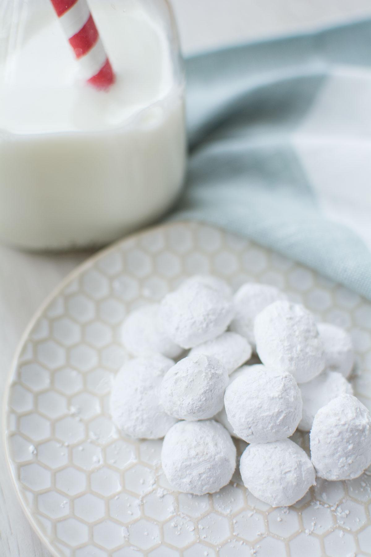 Ingredients: Flour, Butter, Sugar, Pecans, Dextrose, Salt, Natural Flavor.