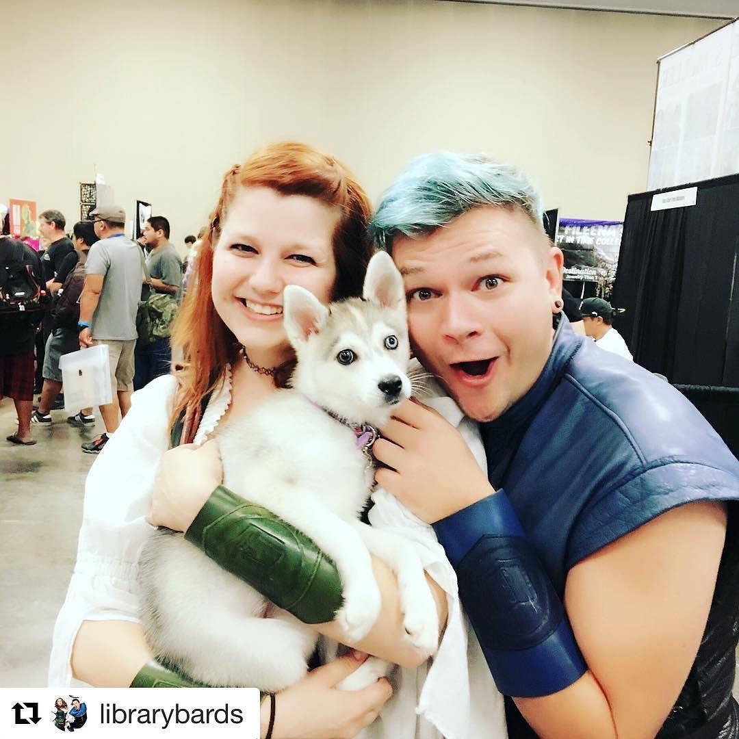 #Repost @librarybards ・・・ The Bards have found a new mascot!!! We love @yuna.theakk 💚💙💚💙 Shout out to @dallasnagatawhite who made sure we got some puppy love at @amazingcomiccon #LibraryBards #BardPuppy