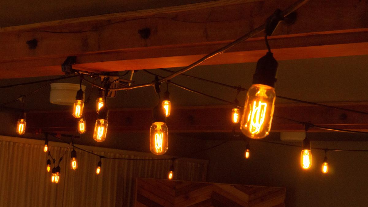 Edison bulbs, radio style.