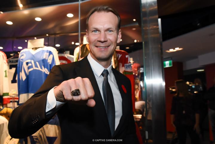 Nov. 6, 2015 (Toronto, ON) - Hockey Hall of Fame inductee Niklas Lidstrom demonstrates her ring.