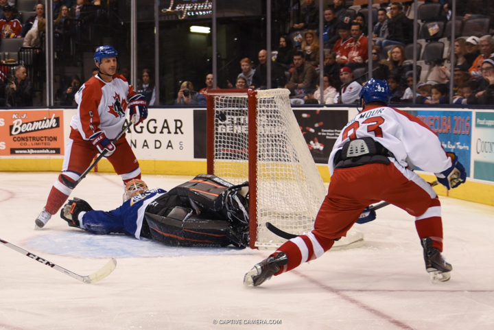 Nov. 8, 2015 (Toronto, ON) - Doug Gilmour of Team Gilmour scores against Ilya Bryzgalov during the Haggar Hockey Hall of Fame Legends Classic at Air Canada Centre.