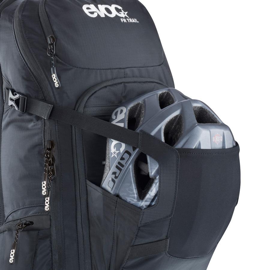 evoc-fr-enduro-fr_helmet_carry_big.jpg