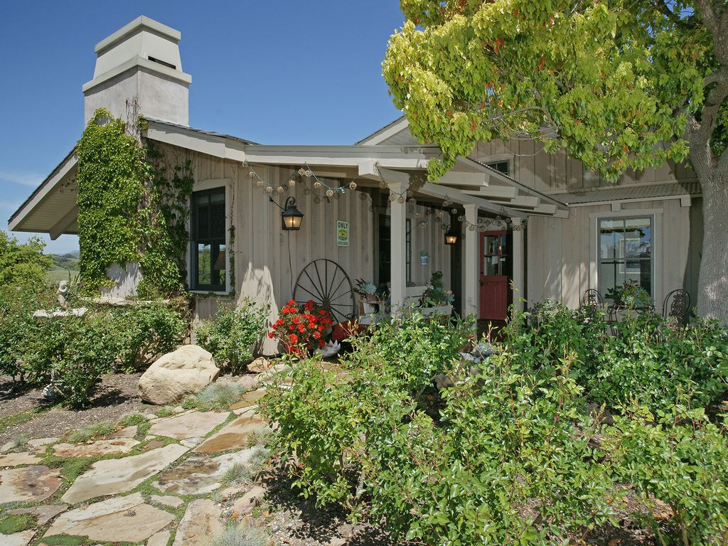 Sleeps 6 - Farm house in Los Olivos ( love this place ! )