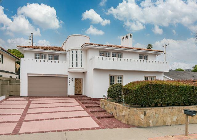Sleeps 16 - Santa Barbara Shoreline Drive House
